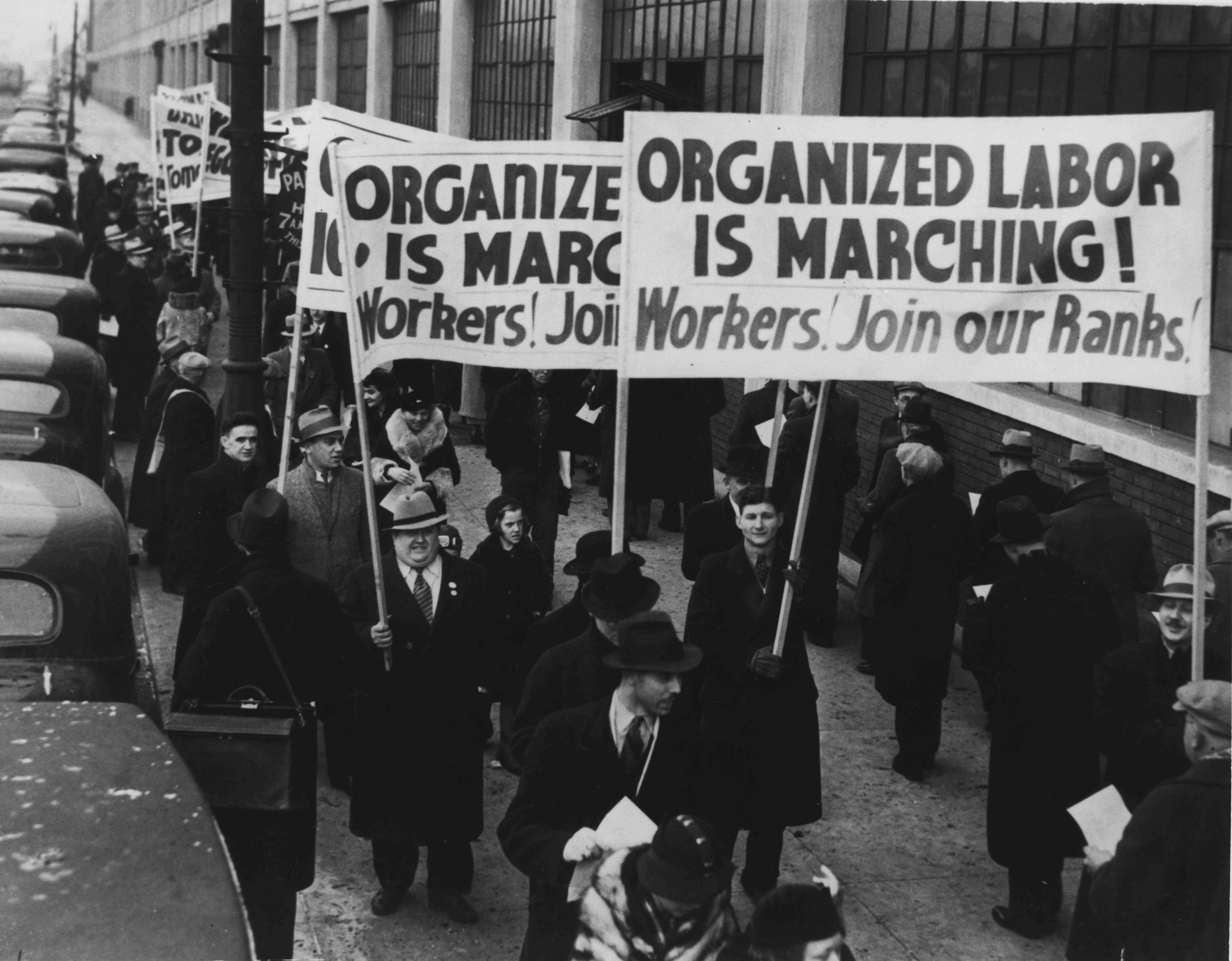 Rise and fall of American labor unions - Essay Example
